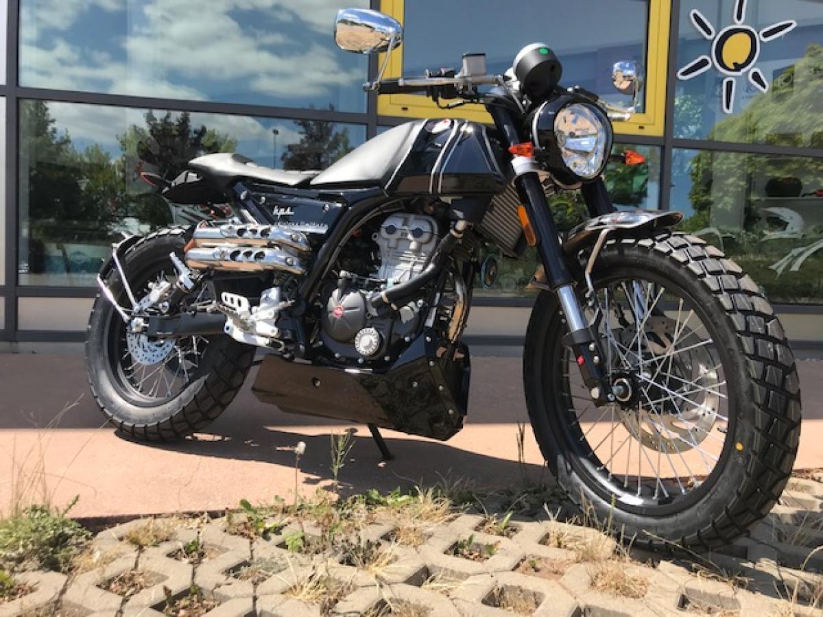 Motorrad 125 ccm F.B Mondial HPS 125i Limidet Edition schwarz Retro Cruiser