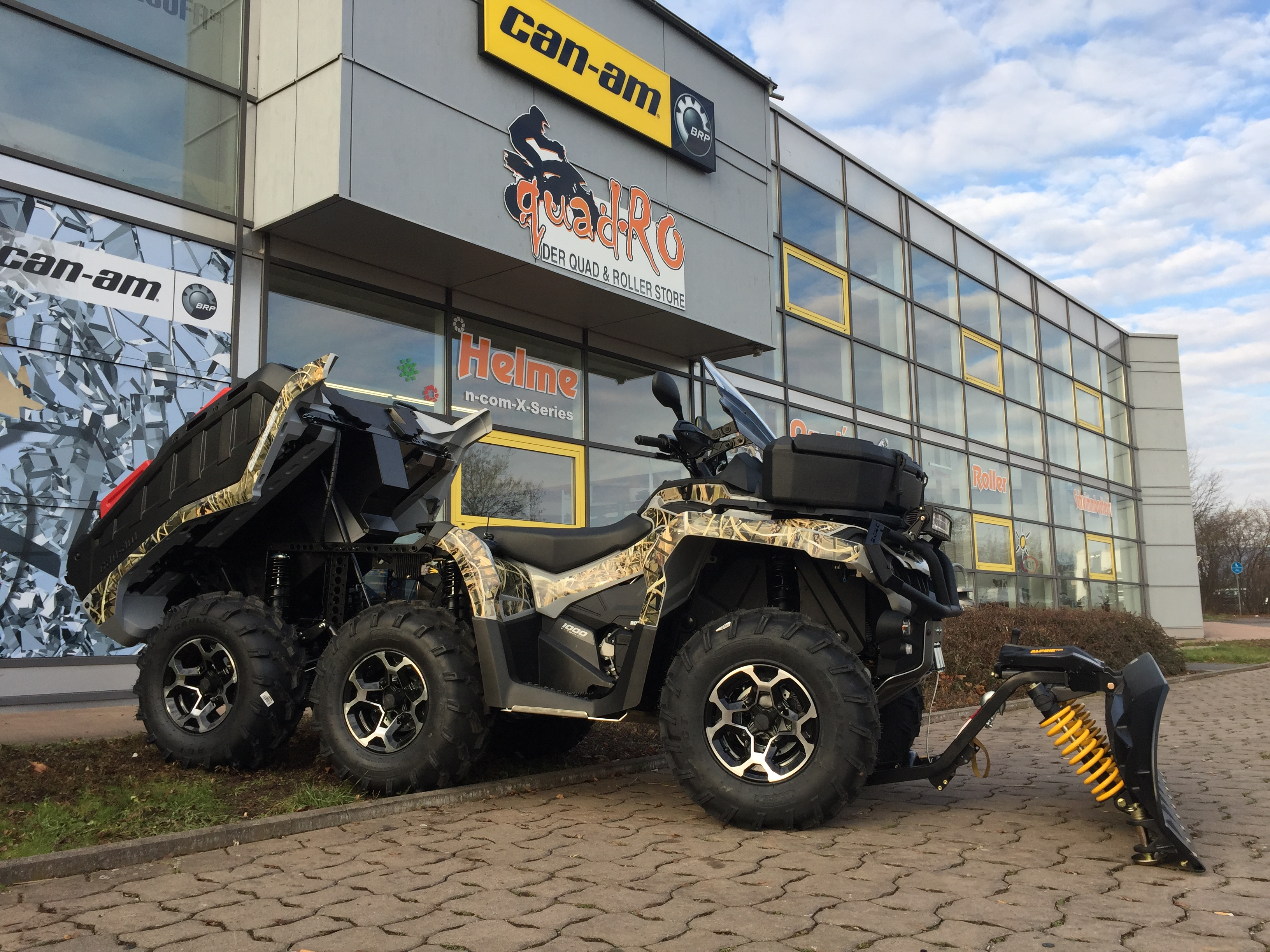 Can Am Outlander 6x6 side